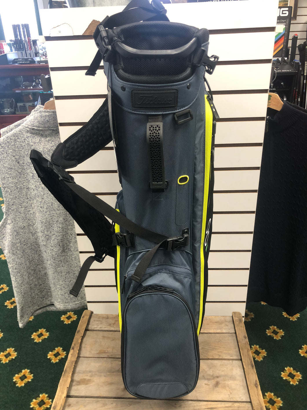 Titleist- Players 4 Plus Stand Bag: Charcoal/Black/Volt