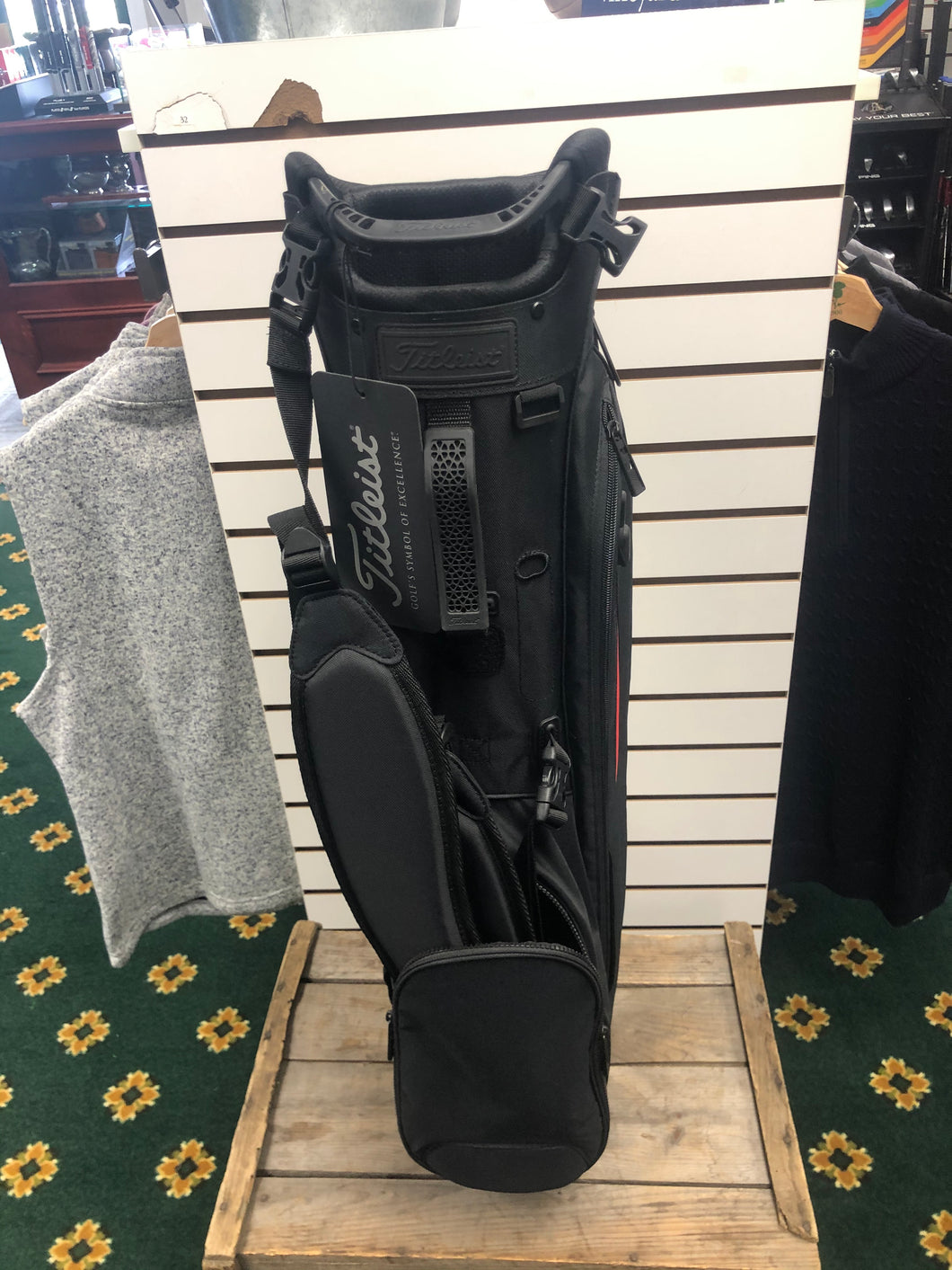 Titleist- Players 4 Stand Bag: Black