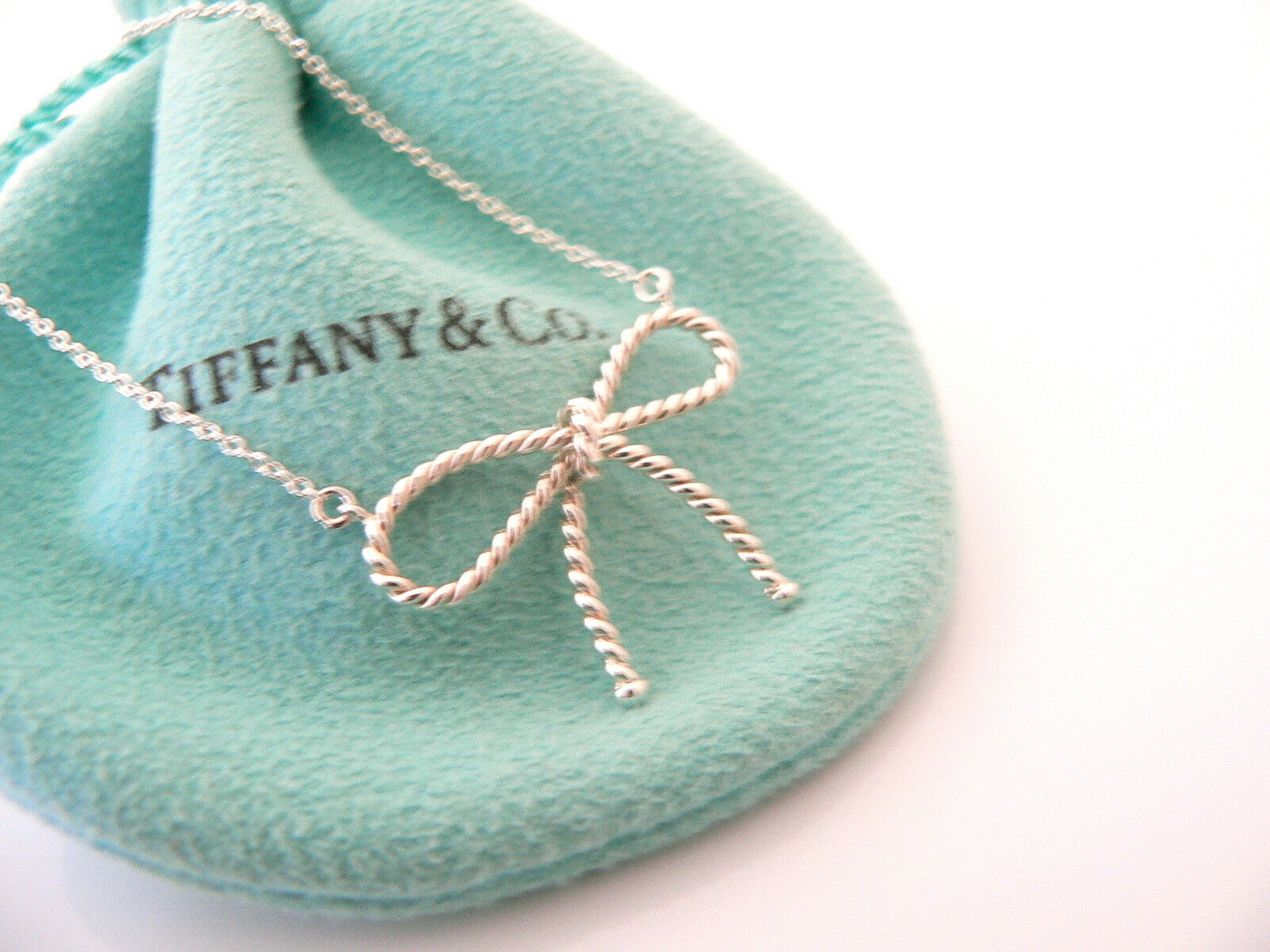 Tiffany & Co Silver Twisted Ribbon Bow Necklace Pendant Charm Chain Gift Pouch