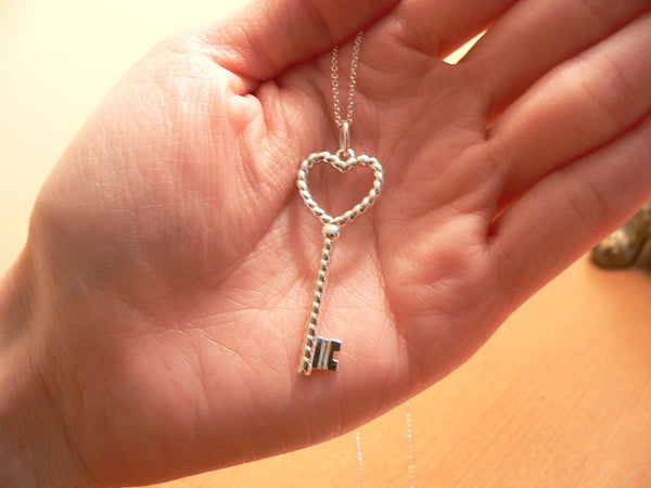Tiffany Co Silver Twist Heart Key Necklace Pendant Charm Chain Gift Love