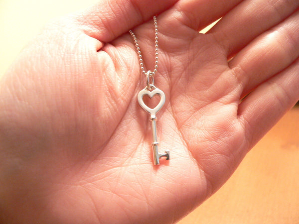 Tiffany Co Silver Heart Key Necklace Pendant Charm Bead 18 Inch Chain Love Gift