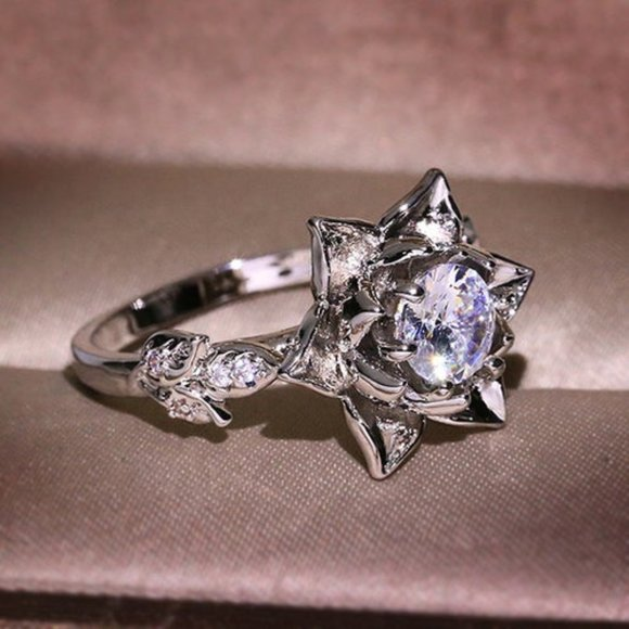 Flower silver tone ring size 8 - Edy's Treasures