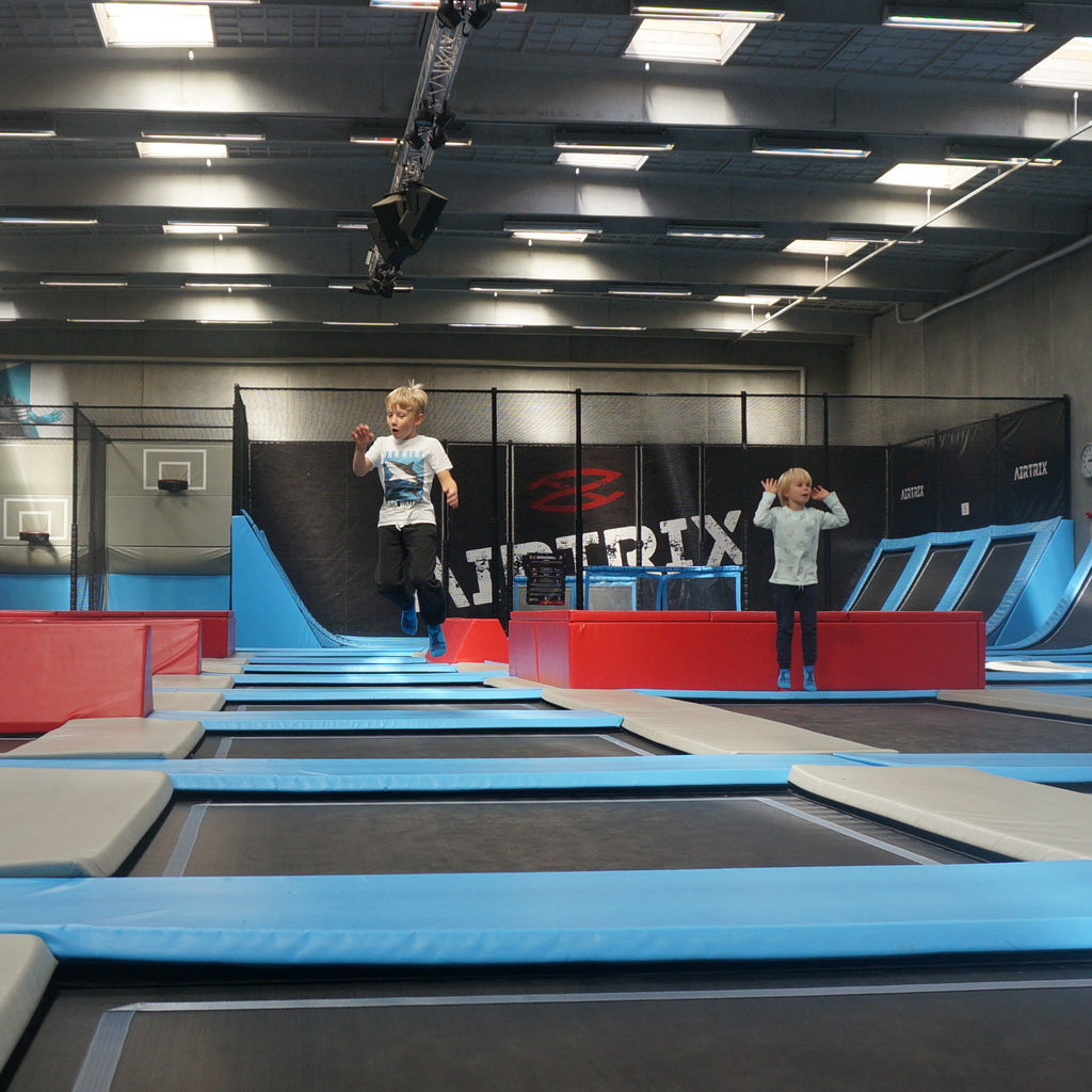Tur i Airtrix trampolinpark, 1 time, inkl. AirSock