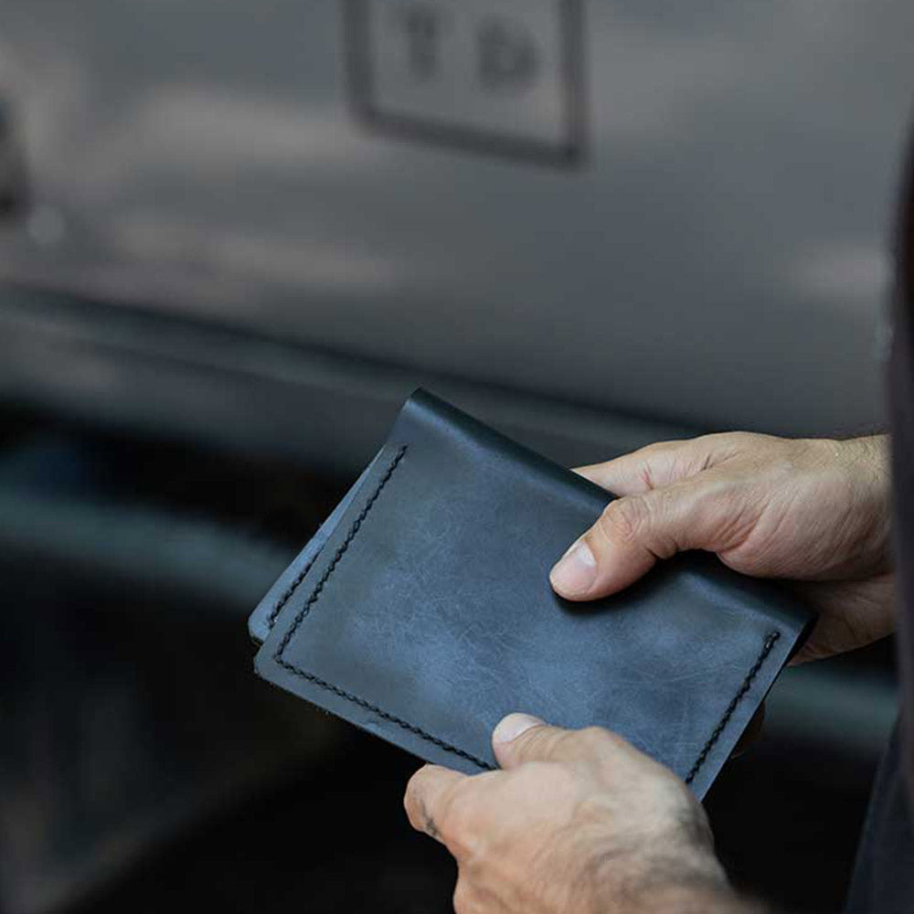 OVERLANDER'S LEATHER PASSPORT HOLDER