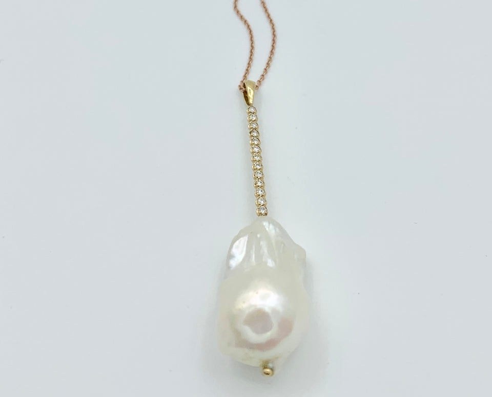 14 kt Gold and Diamonds Baroque Pearl Necklace