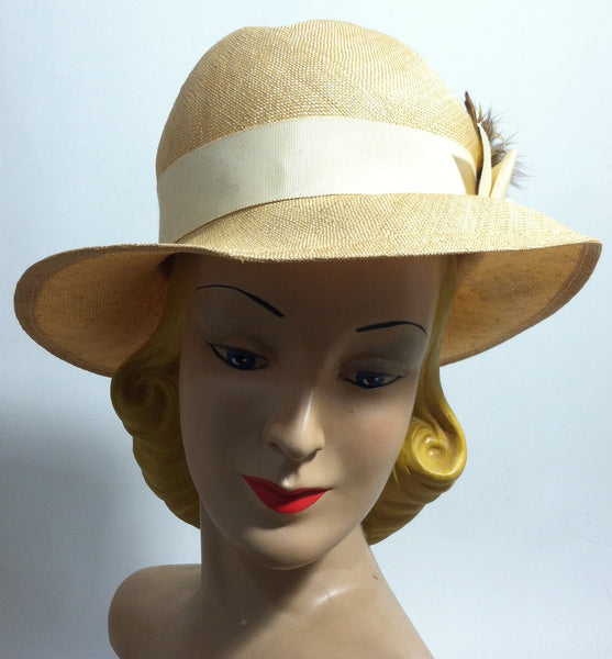 Natural Sisal Downturned Brim Cloche Style Hat w/ Band circa 1960s