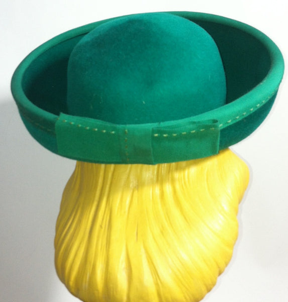 Kelly Green Rounded Curved Brim Hat w/ Topstitch Ribbon and Bow circa 1960s