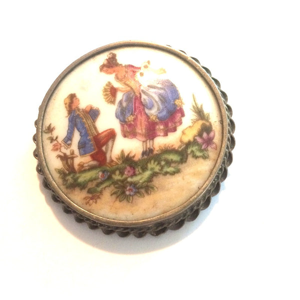 Courting Couple Romantic Enameled Round Brooch/Pendant circa 1960s