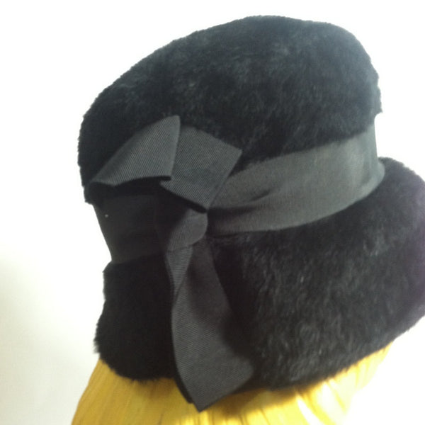 Jet Black Faux Felted Fur Cloche Style Hat w/ Bow circa 1960s