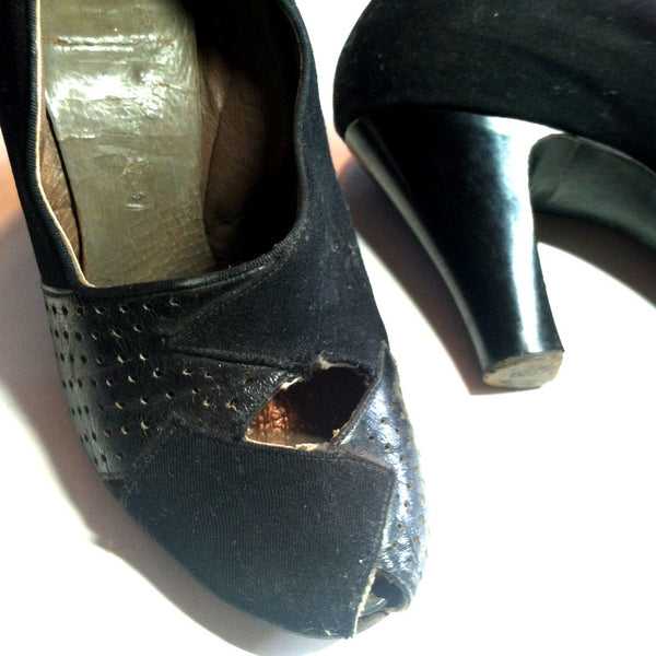 Peaks and Valleys Black Leather and Gabardine Shoes 4.5 circa 1940s