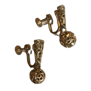 Gold Tone Filigree Exclamation Mark Dangles Screw Back Clip Earrings circa 1940s