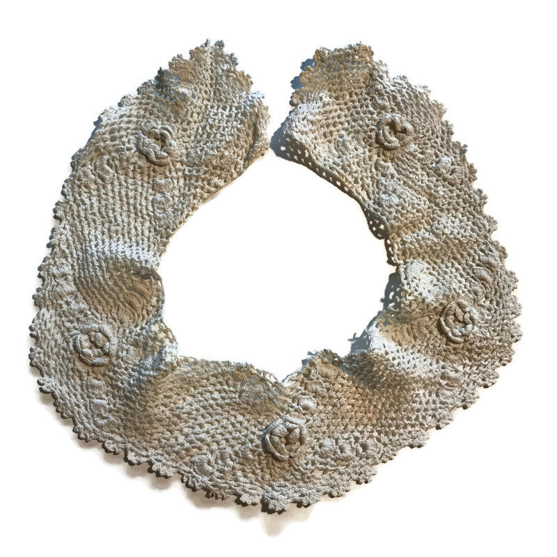 Soft White Flower Design Scalloped Crocheted Collar circa 1910s