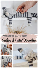 Load image into Gallery viewer, Patrón de ganchillo Sailor el gato dormilón Patrón en ESPANOL - Firefly Crochet