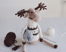 Load image into Gallery viewer, Christmas Moose Crochet Pattern PDF - Firefly Crochet