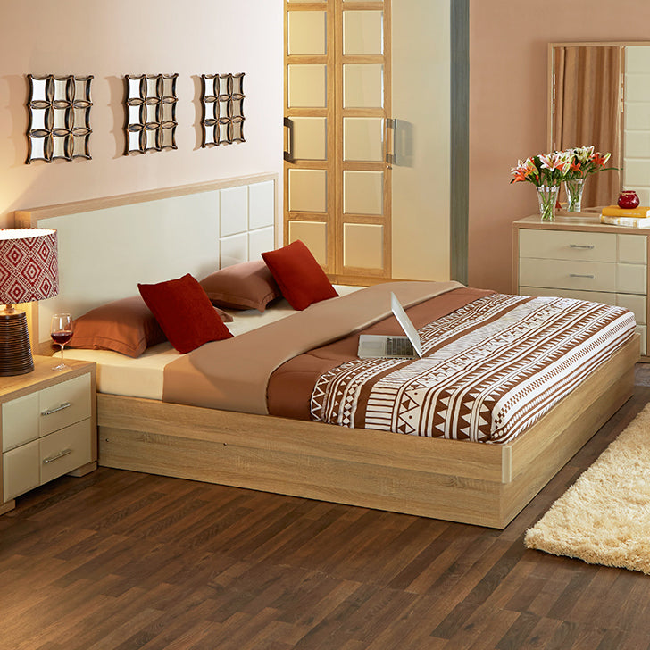 King Size Bed in Beige en roomkleur
