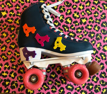 Load image into Gallery viewer, Roller skate Keyring