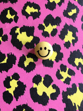 Load image into Gallery viewer, Smiley Face Brooch