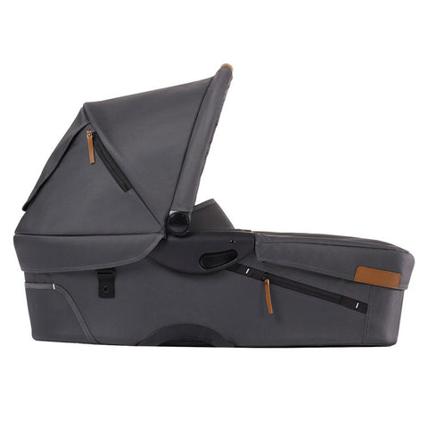 Mutsy Evo Urban Nomad Bassinet in Dark Grey | basevoundarkgrey