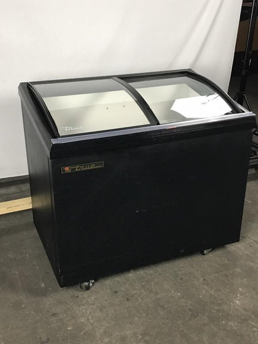 True TFM-41AL Display Freezer w/ Curved Glass Slide Tops