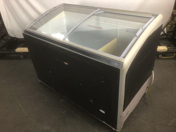 Unilever NUCAB-300-AT-UL Display Freezer w/ Curved Glass Slide Tops