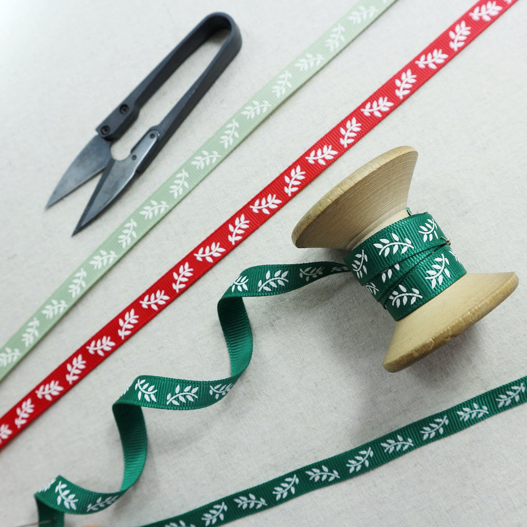 Christmas grosgrain ribbon with leaf design