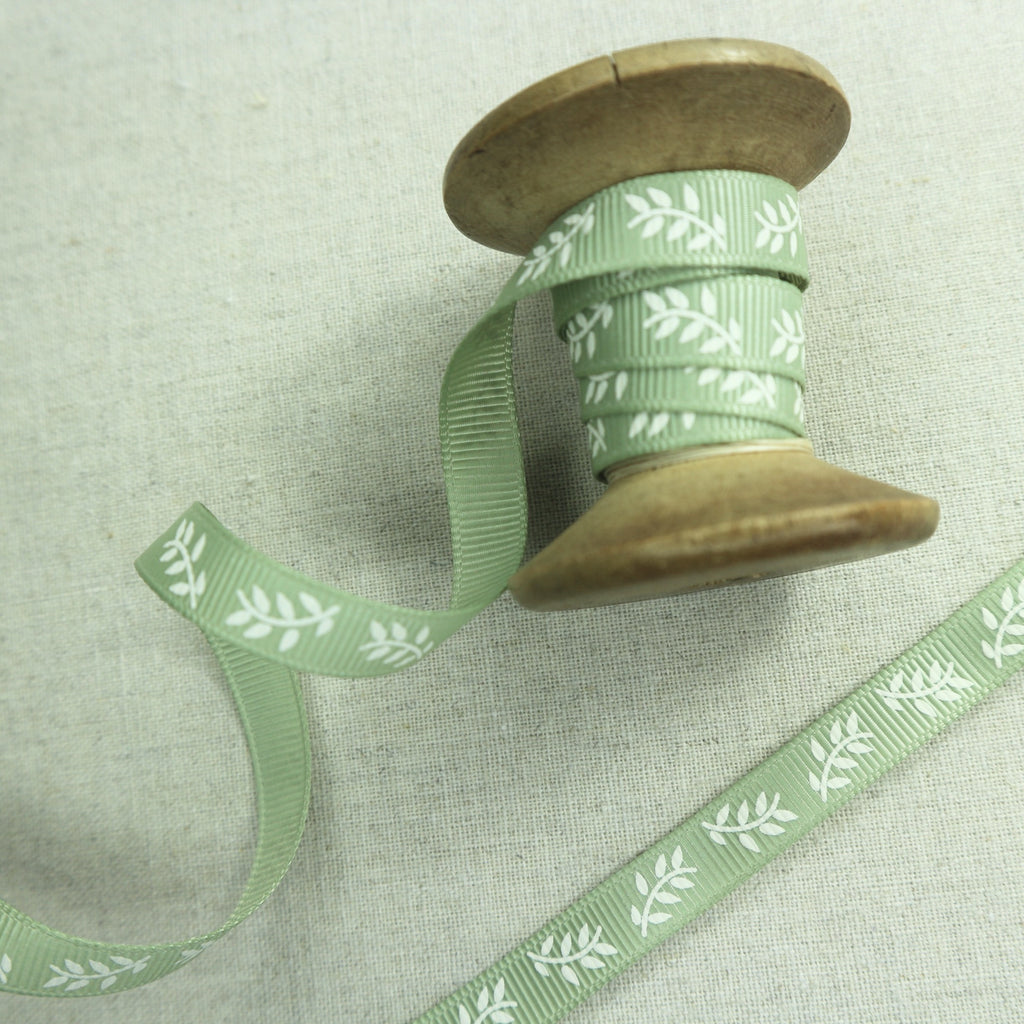 9mm pale green grosgrain ribbon with leaf print