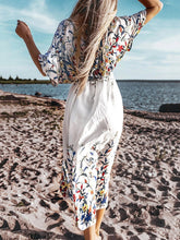 Load image into Gallery viewer, Floral Love Beach Robe