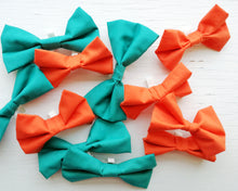 Load image into Gallery viewer, Pet Bow Tie - Emerald Green - Over the collar