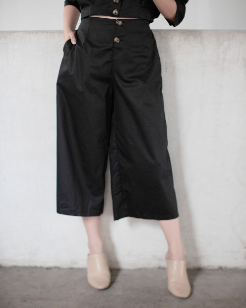 Button Cullote in Black (READY!)