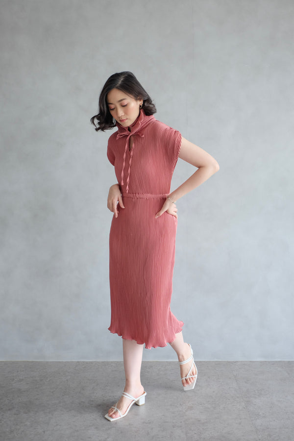 Pome Pleats Midi Dress in Dusty Pink