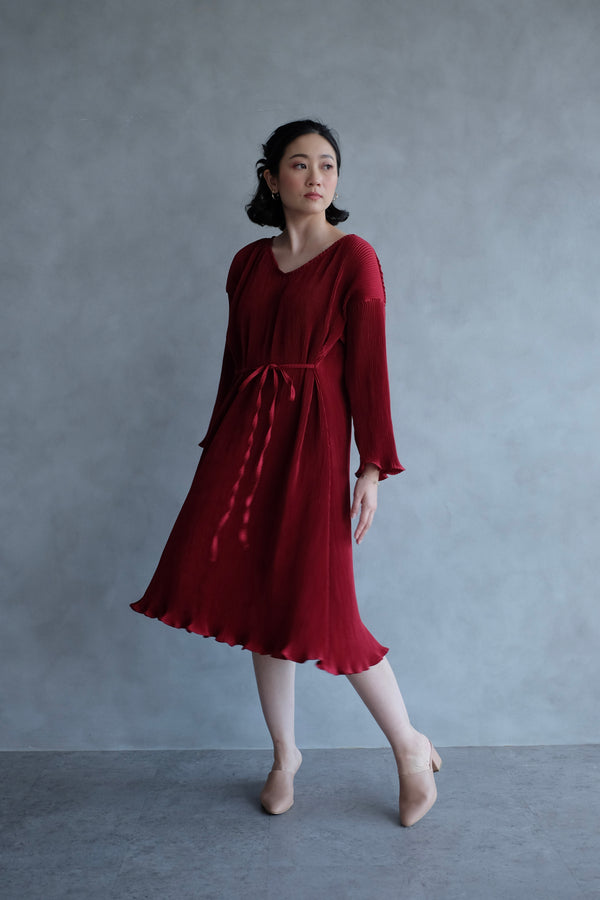 Basic Multiway Pleats Dress In Maroon