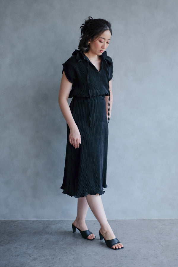 Pome Pleats Midi Dress in Black