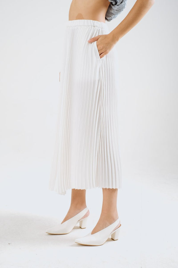 Cali Pleats Midi Skirt In White