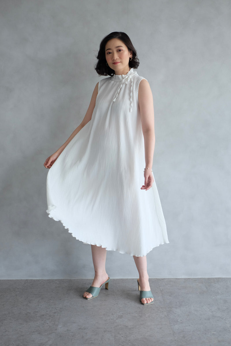 Margo Pleats Dress In White