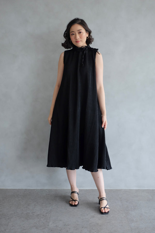 Margo Pleats Dress In Black