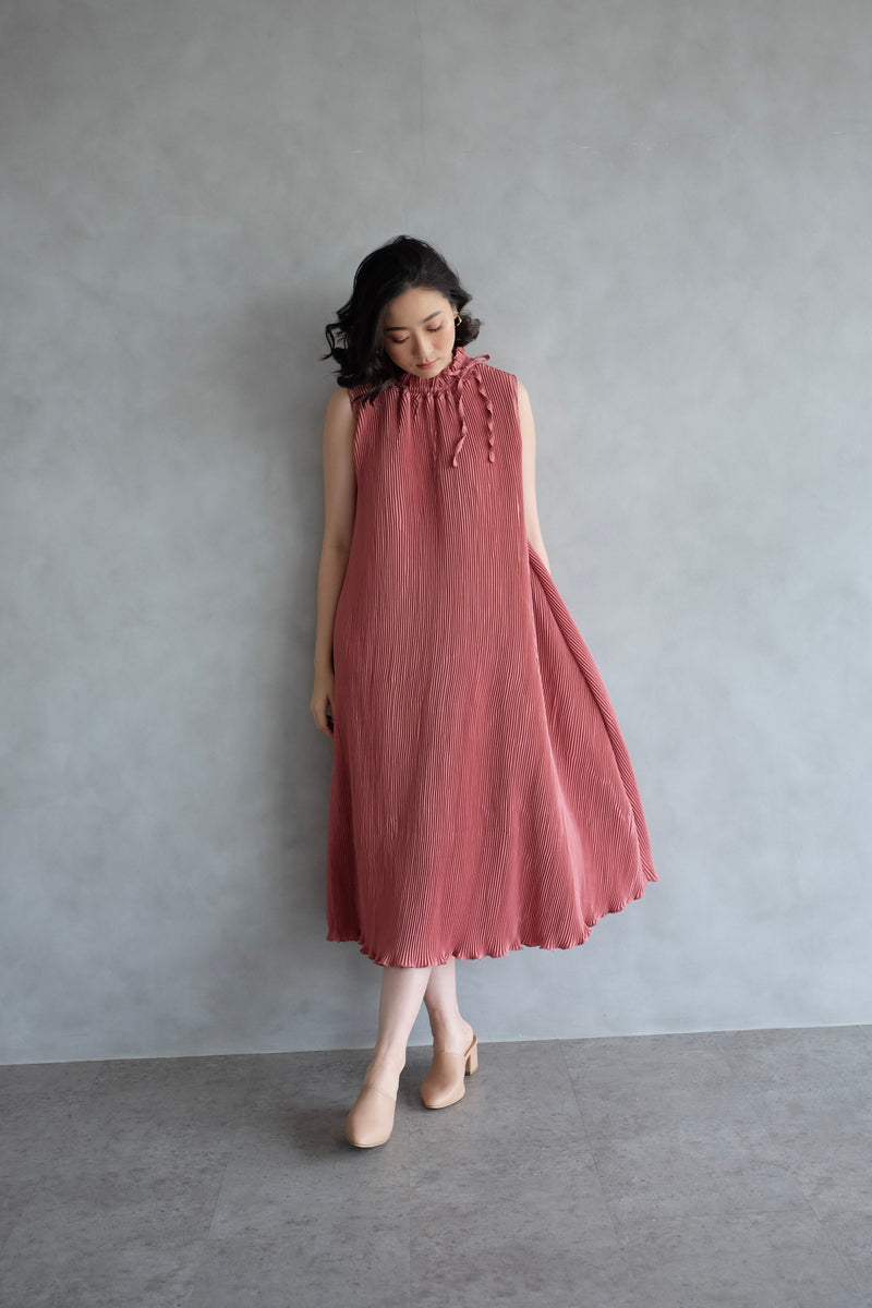 Margo Pleats Dress In Dusty Pink