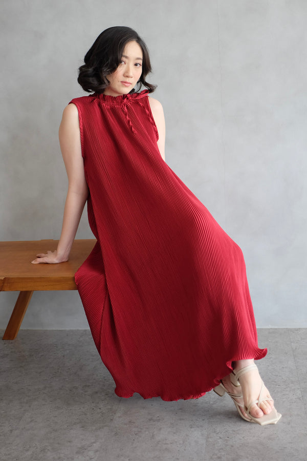 Margo Pleats Dress In Maroon