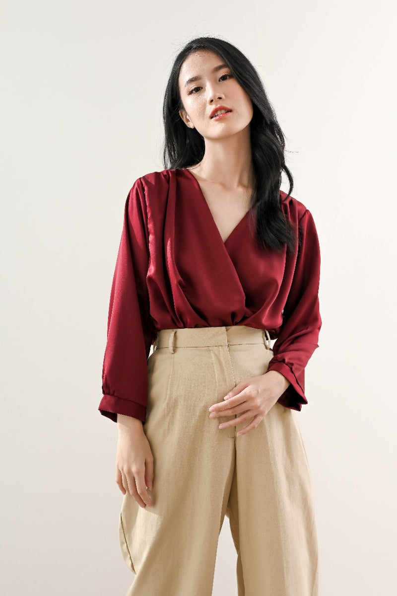 Drew Sateen Top in Maroon Wine