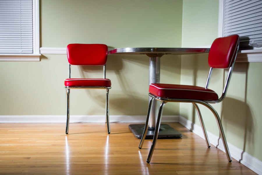 10 Tips to Decorate a Modern Home with 1950s Furniture
