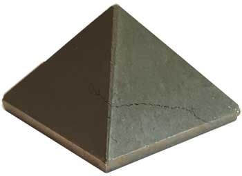 25-33mm Pyrite pyramid
