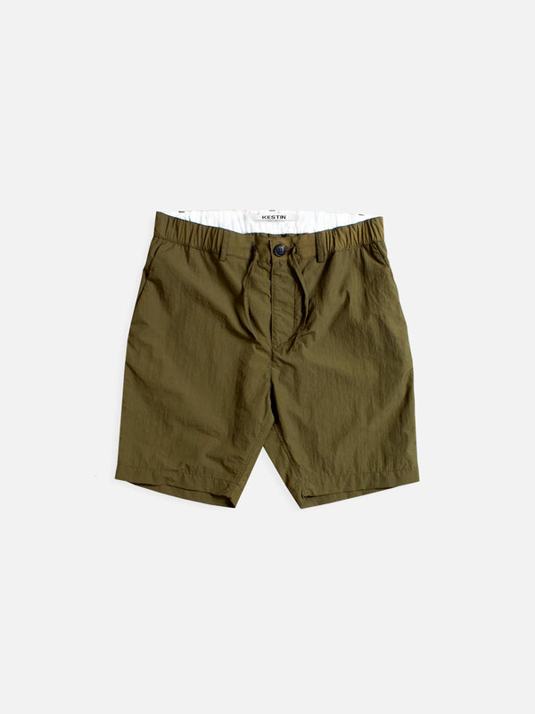 INVERNESS MID-LENGTH TECHNICAL SHORT IN OLIVE WATER REPELLENT ITALIAN COTTON/NYLON