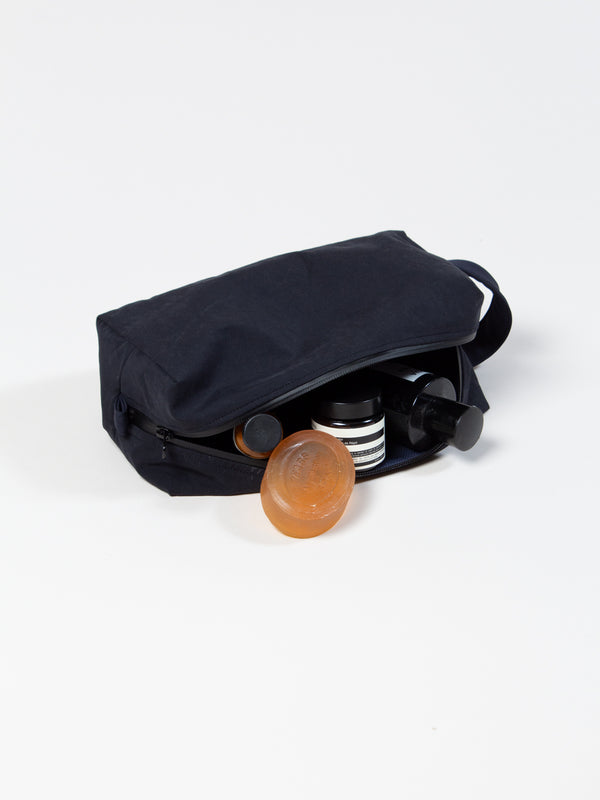 Bonnington Wash Bag In Navy Water Repellent Cotton/Nylon