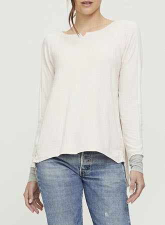 Casual Long Sleeve Tee with notch collar in color block.