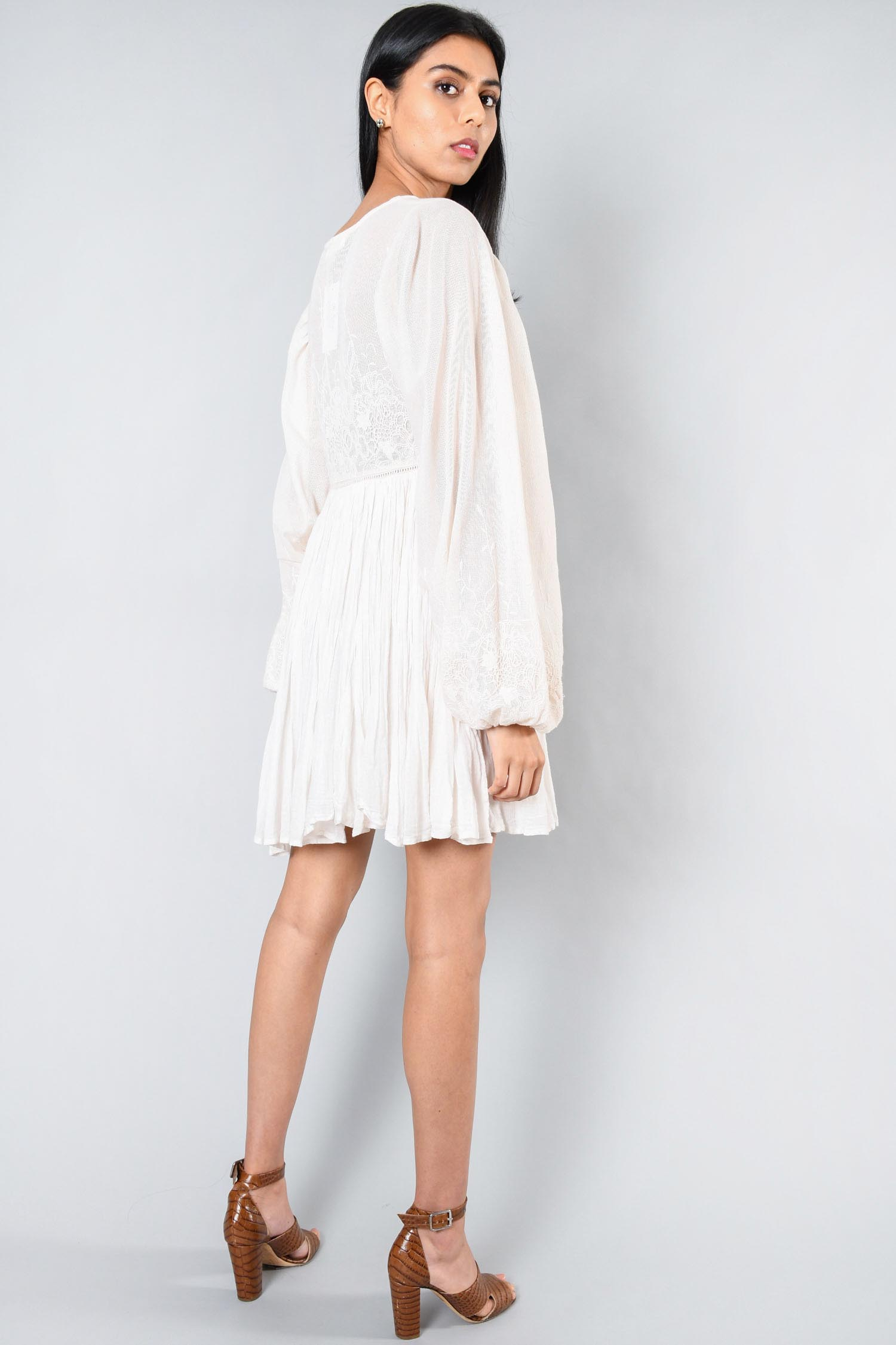 Spell & The Gypsy Cream Oversized Eyelit L/S Embroidered Dress Size XXS