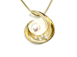 Pearl Swirl Pendant w/ Diamonds - Yellow Gold