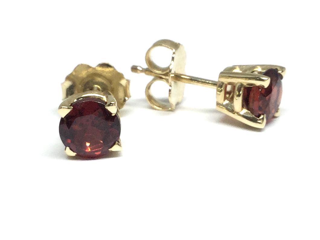 Garnet Stud Earrings 5mm - Yellow Gold