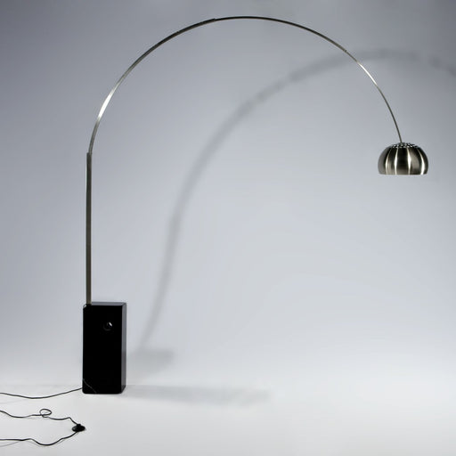 Maya Floor Lamp - Timeless Design