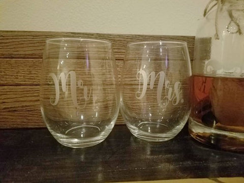 Set of Customized Wine Glass / Mr. And Mrs. Wine