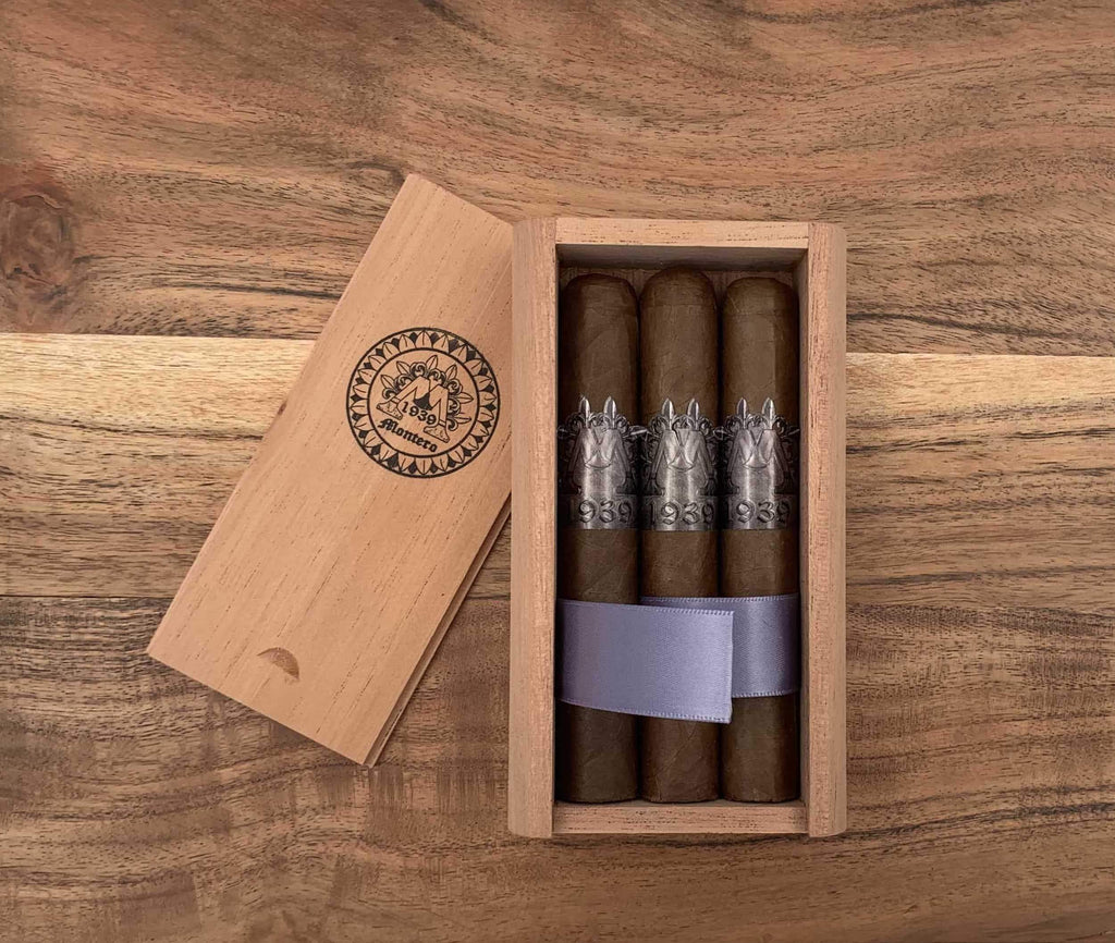 Montero 1939 - Puro (3) Cigars & Cedar Wood Case