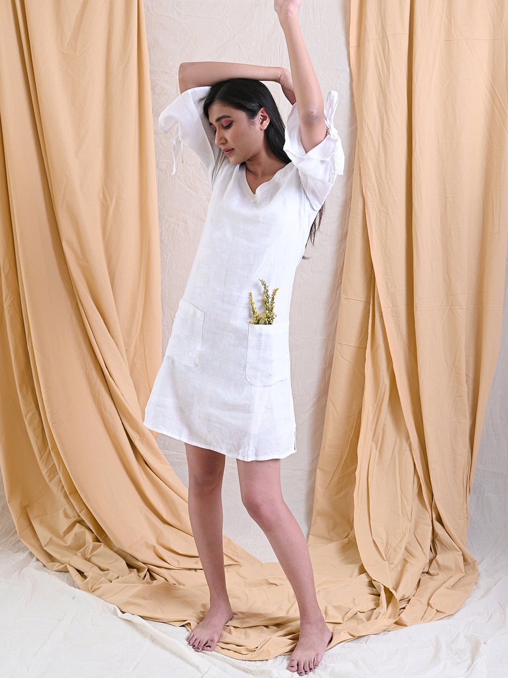 V-NECK TIE SLEEVE LINEN DRESS
